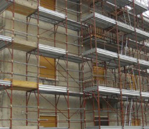 Ponteggio per restauro facciate e rifacimento copertura, via Sogare. Verona